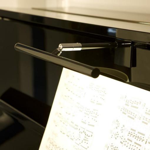 Pianolampa för montering på frontpanel i blank svart - Pianomagasinet