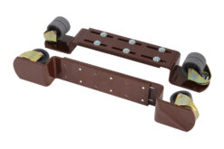 Pianohjul för pianon i brun metall med gummihjul