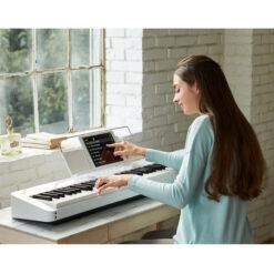 Digitalpiano, CASIO PRIVIA PX-S1000 WH med benställning CS-68 WH och trepedalställ SP-34 - Pianomagasinet
