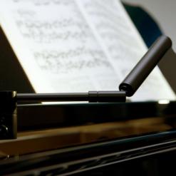 Flygellampa, spotlight, i matt svart, LED-belysning - Pianomagasinet