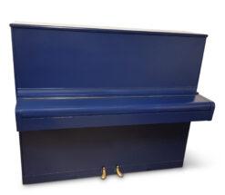 Piano, August Hoffman i blått utförande - Pianomagasinet