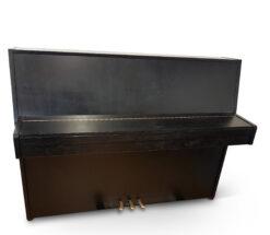 Akustiskt piano Fazer modell 109 i svart möbel - Pianomagasinet