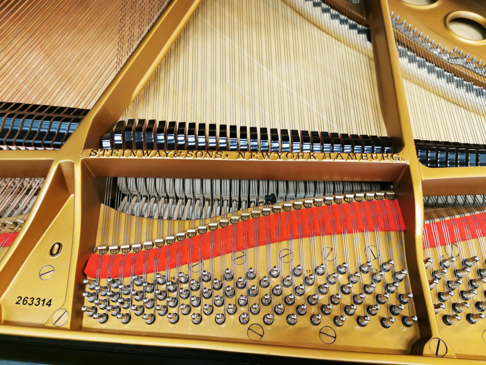 Flygelns insida - Pianomagasinet